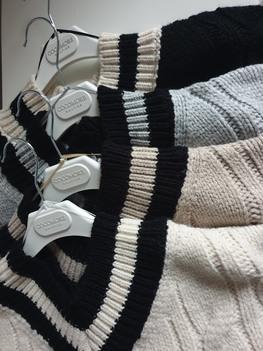 COCOMORE Sweter V jasny beż Premium